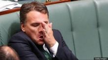 """รัฐมนตรีออสเตรเลียขอโทษนักข่าวหญิง หลังส่ง sms ผิดเบอร์ เรียกเธอว่า """"แม่มดบ้า"""""""