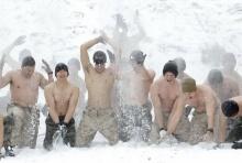 ทหารเกาหลี+อเมริกา ซ้อมรบท่ามกลางหิมะหนาวสะเทือนตับ!