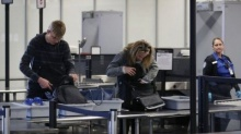 สนามบินตรวจพลาด! ปล่อยผู้โดยสารนำปืนขึ้นเครื่องบิน!