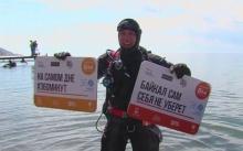 ชื่นชม!!! นักดำน้ำรัสเซียดิ่งลงก้นบึ้ง 40 ม. ทำความสะอาดทะเลสาบไบคาล
