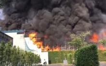 ระทึก!!! เกิดเหตุไฟไหม้รุนแรงที่โกดังสินค้าเก่าในกรุงโตเกียว