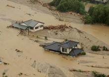 ญี่ปุ่น เจอน้ำท่วมหนักดับ 1 สูญหาย 18 อพยพ 400,000 คน!!