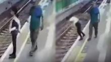 ตำรวจจับกุมตัวชายคนหนึ่ง หลังจงใจผลักพนักงานหญิงของสถานีรถไฟ ตกลงไปบนรางรถไฟ(คลิป)