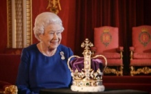 ควีนอลิซาเบธ ทรงเผยครั้งแรกถึงการประทับรถม้าพระที่นั่งเมื่อครั้งพิธีราชาภิเษก 65 ปีก่อน (มีคลิป)