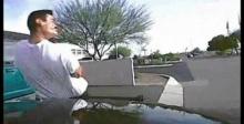 วิจารณ์ตร.สหรัฐฯ ขับรถพุ่งชน หยุดชายถือปืน