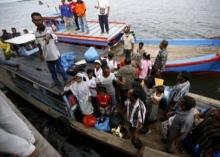 เฉียบขาด!! อินโดฯสั่งห้ามเรือประมงช่วยผู้ลี้ภัยแม้เรือจม