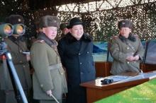 ผู้นำเกาหลีเหนือชมการทดสอบอาวุธนำวิถีต่อสู้รถถังรุ่นใหม่