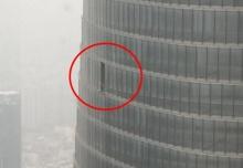 เกือบตาย!ตึกเซี่ยงไฮ้ทาวเวอร์ชั้น76กระจกล่วงเกลื่อนถนน