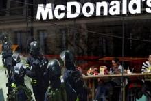 โจรดวงกุด!!บุกปล้นร้านแมค หารู้ไม่ทีมหน่วยรบพิเศษกำลังนั่งกินอยู่