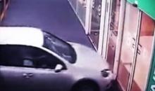 คุณยายวัย87ปีขับรถพุ่งเข้าห้างฯ คาดตกใจเผลอเหยียบคันเร่งมิด