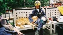 สุนัขกู้ภัย 9/11 ลาโลก เอาธงชาติอเมริกันคลุมร่าง