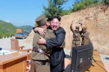 """เผยสหรัฐปล่อยโสมเหนือยิงขีปนาวุธเพื่อจะบอกว่าส่องท่านคิมอยู่ในระยะ """"ฆ่าได้"""""""