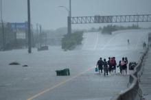 พายุฮาร์วี่ย์ถล่มรัฐเทกซัสหนักสุดรอบ 50 ปี ธุรกิจน้ำมันชะงัก