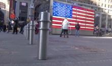 นิวยอร์กเตรียมติดตั้งเสาเหล็กบนทางเท้า ป้องกันเหตุ ขับรถพุ่งชน