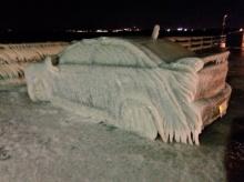 นิวยอร์กหนาวสะท้าน!! จอดรถริมหาดเช้ามาเจอรถกลายเป็นแบบนี้