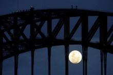 ชมความงาม ซูเปอร์มูน สว่างสดใสเหนือสะพานซิดนีย์