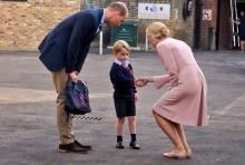 เจ้าชายจอร์จ เสด็จไปโรงเรียนวันแรก!  เทียบกับ พระบิดา ครั้งทรงพระเยาว์