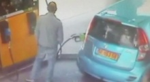 สาวโหด! ฉุนขอบุหรี่ไม่ให้ จุดไฟใส่รถขณะเติมน้ำมัน-มีคนในรถ! (คลิป)