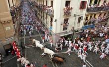 เปิดฉาก เทศกาลวิ่งวัว วันแรก!!! ถูกขวิดเจ็บ3-ล้มทับกันนับสิบคน