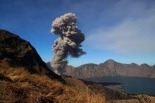สนามบินบนเกาะบาหลี ปิดทำการ เพราะภูเขาไฟปะทุ