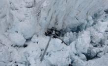 เฮลิคอปเตอร์พุ่งชนธารน้ำแข็ง นักท่องเที่ยวตายยกลำ
