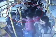 คลั่งหนัก!!ทั้งโวยทั้งตบหญิงท้อง หลังไม่ยอมลุกให้นั่งบนรถเมล์(คลิป)