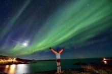 ไอซ์แลนด์รณรงค์ดับไฟทั่วเมือง ชมความงามของแสงเหนือ