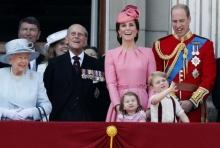 ภาพชุดเจ้าหญิงน้อยสวยหวาน เจ้าชายจอร์จสดใส ราชพิธีฉลองวันเกิดควีน (คลิป)