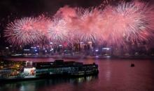 ฮ่องกงจุดพลุตระการตา ฉลองวันชาติจีนอย่างยิ่งใหญ่!