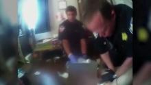 ทำเกินไปไหม! ตำรวจพลั้งมือ ฆ่าผู้ต้องหาดับ หลังจับล็อคคอนานไป เพราะแรงกดดันดันจากคดีของเขา  (คลิป)
