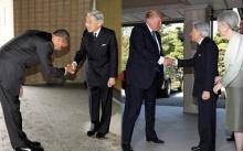 มันไม่ใช่ทาง!! ทรัมป์จับมือองค์จักรพรรดิแบบชิลๆ สื่องัดภาพโอบามาเทียบทันที!! (มีคลิป)