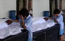 ภาพสุดสะเทือนใจ!! ลูกชายยืนร้องไห้อยู่ข้างศพพ่อ ดึงคนแห่บริจาคช่วย 1.4 ล้าน