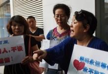 ญาติเหยือ MH370 รวมตัวประท้วงไม่ยอมรับว่า ญาติของพวกเค้าจากไปแล้วไม่มีวันกลับ