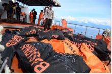 เศร้า!! เรือล่มที่อินโดฯ ผู้เสียชีวิตเพิ่มอีกเป็น 63 ราย