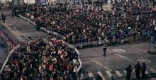 มหาศาล!! ผู้โดยสารกว่า 55,000 คน ติดค้างในสถานีหลังหิมะตกในจีน