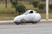 พี่จีนนำรถประหลาด ออกมาขับบนถนนแบบไม่สนใจกฎจราจร สุดท้ายก็โดนจับสิครับ!!