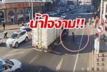 สาวจีน ปาเงินครึ่งแสนทิ้งถนน พลเมืองดีช่วยเก็บคืนทุกหยวน