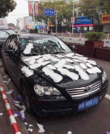 สาวจีนแค้น!! มโนแฟนมี กิ๊ก เลยจัดการละเลง ผ้าอนามัย ทั่วรถแฟนหนุ่ม