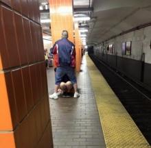 ตะลึง! คู่รักบอสตันโชว์ออรัลเซ็กซ์ในสถานีรถไฟใต้ดิน