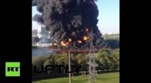 ท่อส่งน้ำมันรั่ว ในรัสเซียทำไฟไหม้ดำทะมึน กลางแม่น้ำมอสโก