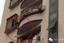 หวาดเสียว! เด็กขวบครึ่งตกตึกห้าชั้น รอดตายเพราะชาวบ้านช่วย