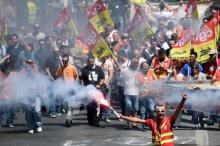 รัฐบาลฝรั่งเศสเรียกร้องสหภาพแรงงานหยุดสไตรค์