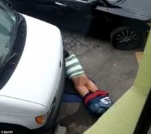 ถ่ายคลิปประจานหนุ่มหื่น แก้ผ้าทำอะไรบนพื้นถนน ตอนกลางวันแสกๆ