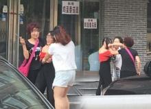 เมียหลวง!!สุดทน ถอดเสื้อผ้า เมียน้อยผัว ประจานกลางถนน!