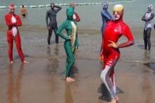 ลืมเบอกินีไปเลย!! เทรนด์ชุดว่ายน้ำใหม่จากจีน Face-kinis