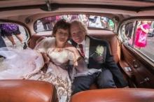คู่รักรอกันมา 40 ปี กว่าจะได้กลับมาแต่งงานกัน เหตุถูกขวางทางรัก!