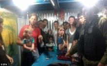 ยังไม่ตาย!! พ่อแม่ลูก ที่โดนโจรสลัดปล้นเรือและหายตัวไป!!