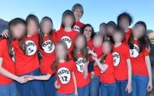 """เพื่อนเก่าของลูก 3 คน เผยความแปลก """"บ้านสยอง"""" ที่ผัวเมียขังล่ามลูกๆ ไว้ 13 ชีวิต? (มีคลิป)"""
