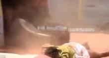 สะเทือนขวัญ!! วิดีโอบันทึกภาพช้างบุกกระทืบหนุ่ม ตายคาเขตวัด!! (มีคลิป)