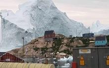 """กรีนแลนด์ อพยพประชาชนหนี """"ภูเขาน้ำแข็ง"""" ใหญ่ยักษ์"""